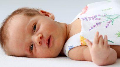 Reageren op babygebrabbel werkt positief